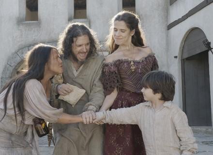 Elvira, Germana e Licurgo atacam a taberna de Hugo