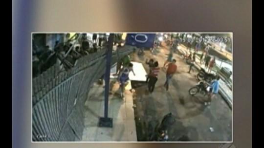 Placa de publicidade desaba e deixa dois feridos em Mãe do Rio, no PA