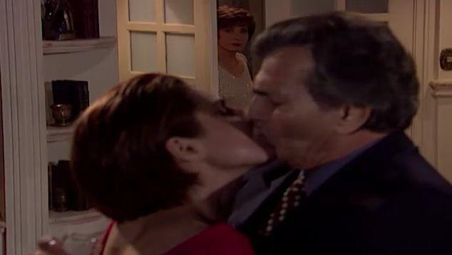 Marta v Csar e Leda se beijando (Foto: Reproduo/viva)