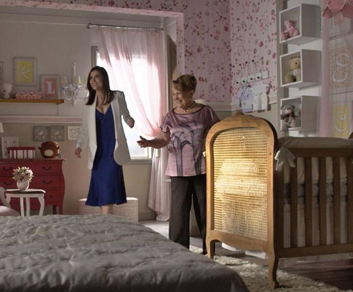 O novo quarto de Maria tem cama para a mamãe Margot também (Foto: TV Globo)