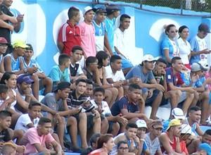 Torcida do Paysandu compareceu em bom número ao último treino na Curuzu (Foto: Reprodução/TV Liberal)