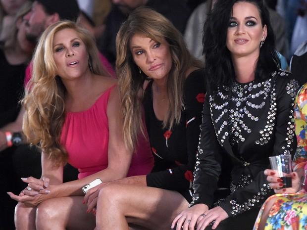 8289ef4d0 EGO - Caitlyn Jenner mostra demais ao lado de Katy Perry em desfile ...