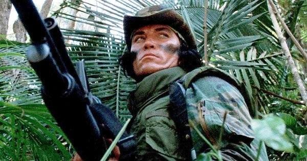 O ator Sonny Lendham em cena de Predador (1987) (Foto: Reprodução)