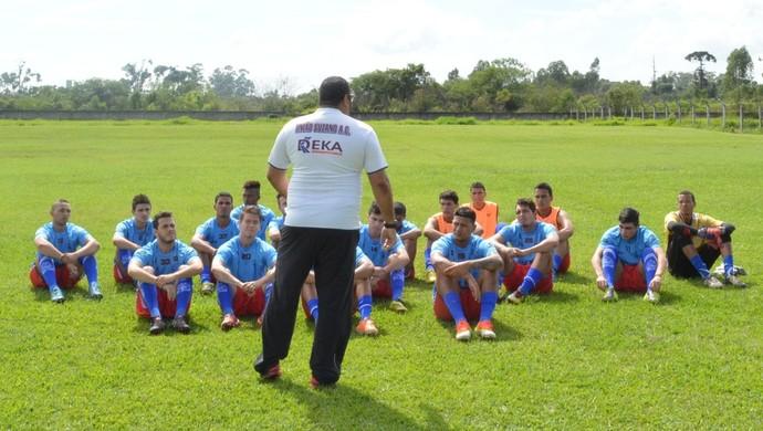 Carlos Junior e jogadores Usac (Foto: Bruno Rocha)