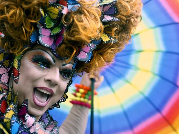 Participante da 19ª Parada do Orgulho LGBT na Avenida Paulista, neste domingo (7) (Foto: AFP Photo/Miguel Schincariol)