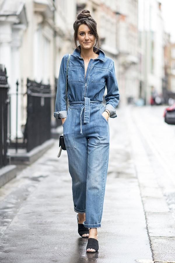 Macacão jeans (Foto: Imaxtree)