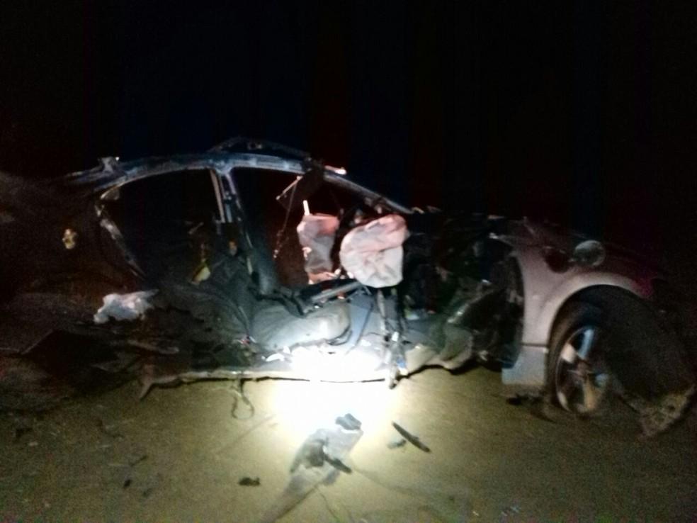 Segundo a PRF, acidente aconteceu por volta das 2h30 deste domingo, na BR-242 (Foto: Jadiel Luiz/Blog Sigi Vilares)