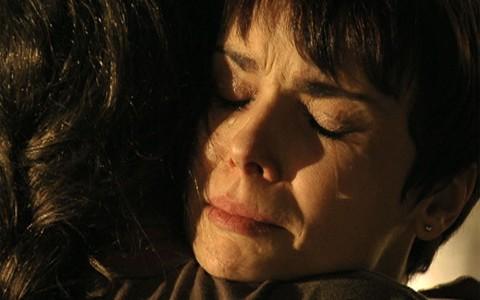 Nina e Carminha superam as diferenças e se perdoam (Avenida Brasil/TV Globo)