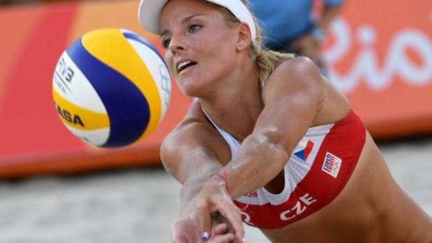 'Eu jogo há dez anos e nunca vivi isso', disse a tcheca Marketa Slukova (Foto: AFP)