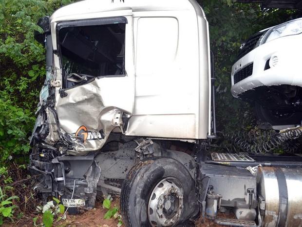 Condutor do caminhã-cegonha foi preso (Foto: Willian Silva/Site Caetité Notícias)