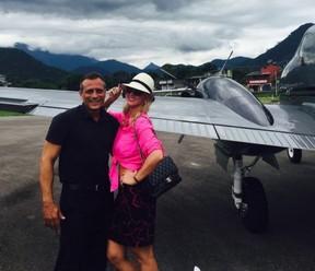 Val Marchiori com o comandante Sidnei Prado (Foto: Acervo pessoal)