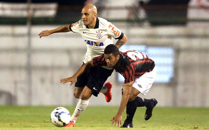 Corinthians e Atlético-pr (Foto: Marcos Ribolli)