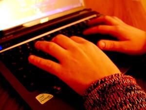Viciados em jogos na internet fazem loucuras para avançar no 'game' (Foto: Rede Globo)