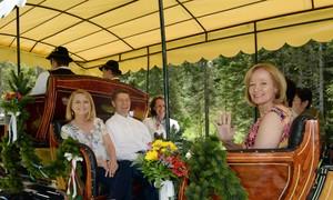 Marido de Angela Merkel passeia com mulheres dos líderes do G7