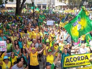 Em Piracicaba (SP), a Polícia Militar (PM) estima que participaram do protesto contra o governo Dilma cerca de 3 mil pessoas (Foto: G1)