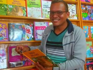 Joca Monteiro vai contar histórias originadas de lendas da Amazônia (Foto: Fabiana Figueiredo/G1)
