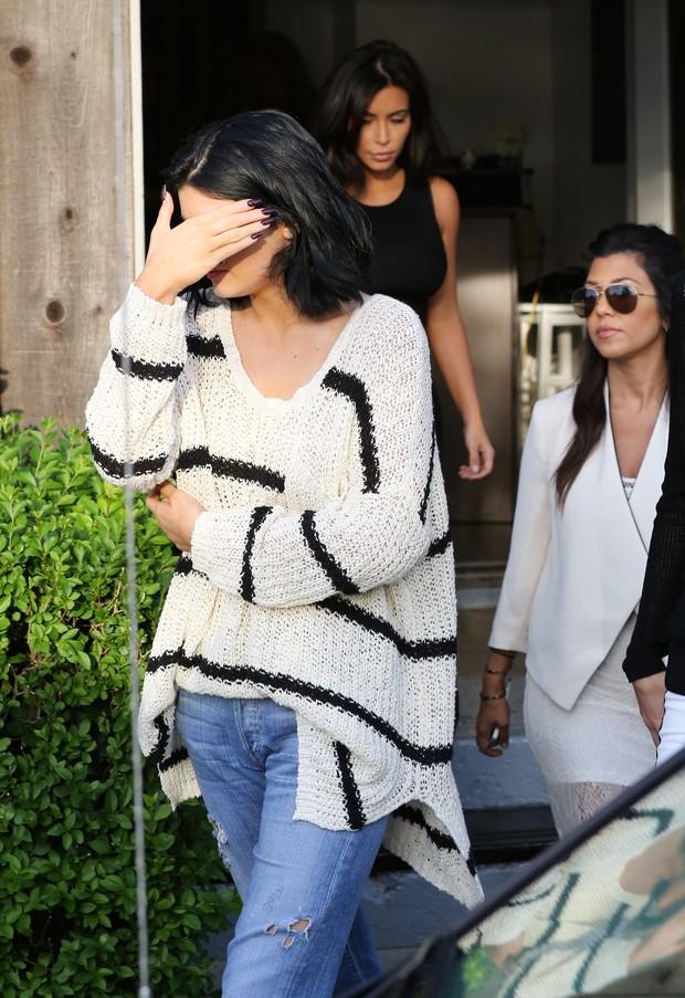 Kylie Jenner esconde o rosto de paparazzi (Foto: X17)