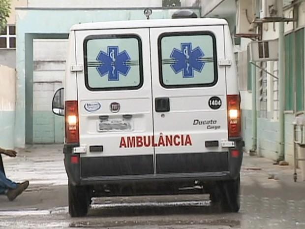 Uma das ambulâncias do Pronto Socorro de Taubaté, que não teria prestado socorro para publicitário vítima de ataque cardíaco. (Foto: Reprodução/TV Vanguarda)