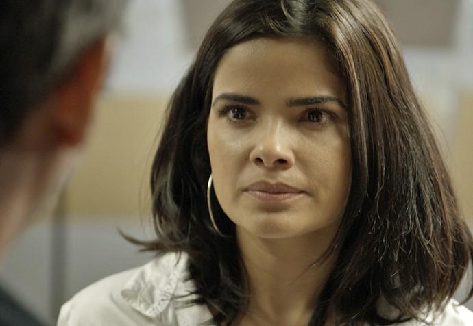 Tóia fica satisfeita ao ver a decadência de Romero (Foto: TV Globo)