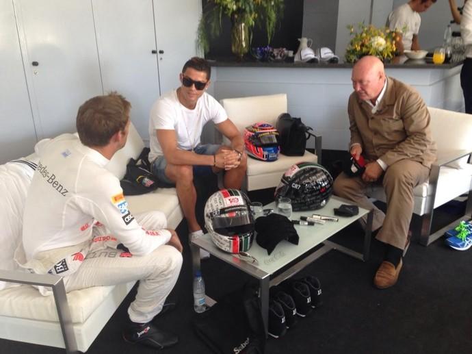 Jenson Button conversa com Cristiano Ronaldo em Jarama, Espanha (Foto: Reprodução)