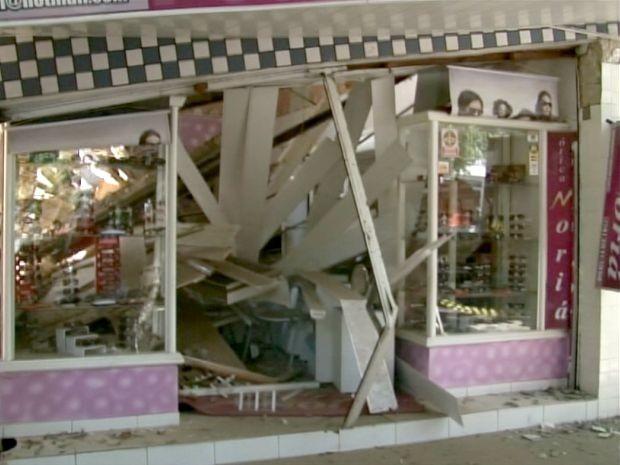 Ótica desaba em Juazeiro (Foto: Imagens/TV São Francisco)