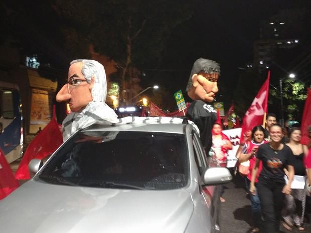 Manifestante pede saída de Eduardo Cunha e do deputado Éder Mauro, que integra chapa avulsa para comissão de impeachment da presidente Dilma (Foto: Pedro Cruz / G1)