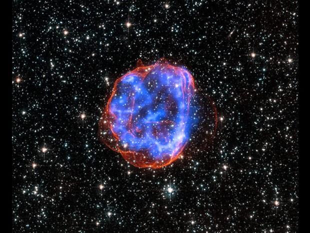 Quando uma estrela maciça explodiu na Grande Nuvem de Magalhães, uma galáxia satélite da Via Láctea, deixou para trás esse escudo de detritos chamado SNR 0519-69,0 (Foto: Nasa/CXC/Rutgers/J.Hughes)