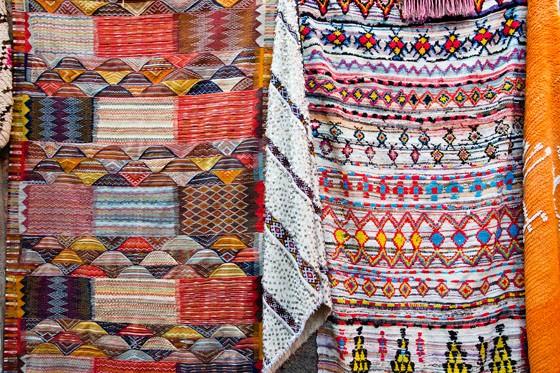 Tapetes com desenhos da etnia berbere (Foto: © Haroldo Castro/Época)