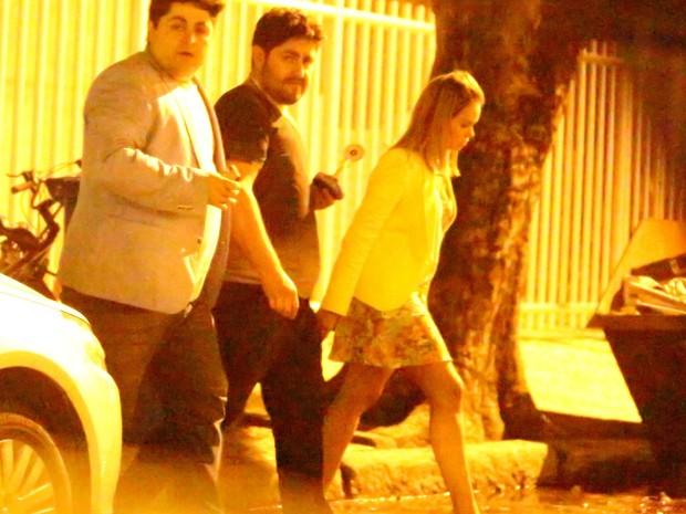 César Menotti com a mulher em bar na Zona Sul do Rio (Foto: Marcello Sá Barreto/ Ag. News)