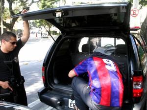 Suspeito de crime em frente a boate se apresenta para a polícia em S. José (Foto: Carlos Santos/G1)