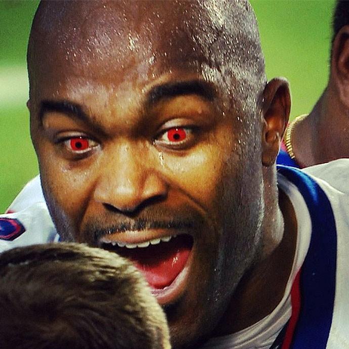 Mario Williams NFL Lente Vermelha (Foto: Reprodução / Instagram)