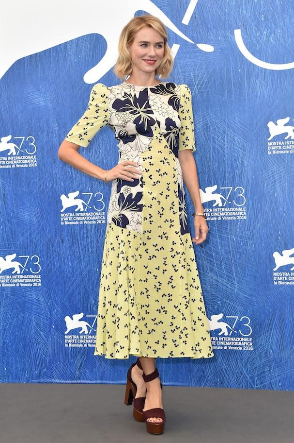 E Naomi Watts em compromisso durante o dia (Foto: Getty Images)