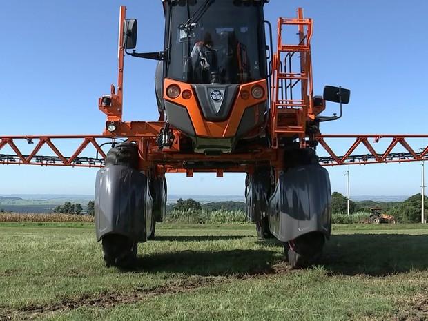 Antes dessa tecnologia, o combate de pragas era feito na plantação inteira (Foto: Reprodução/ TV TEM)