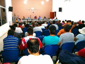 Moradores acompanharam a sessão desta segunda-feira (Foto: Cláudio Nascimento / TV TEM)