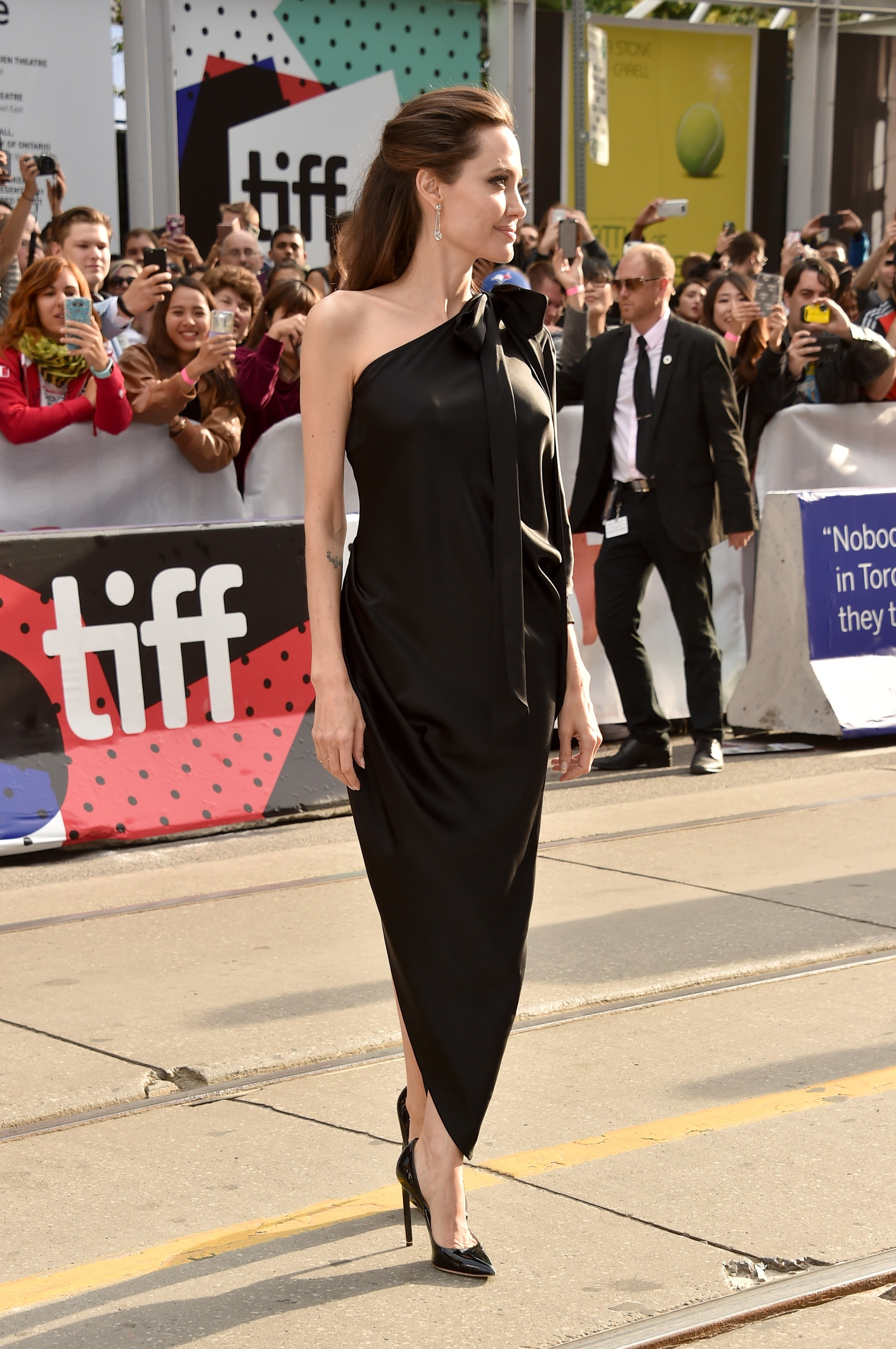 """TORONTO, ON - SEPTEMBER 11:  Angelina Jolie attends the """"First They Killed My Father"""" premiere during the 2017 Toronto International Film Festival at Princess of Wales Theatre on September 11, 2017 in Toronto, Canada.  (Photo by Alberto E. Rodriguez/Getty (Foto: Getty Images)"""