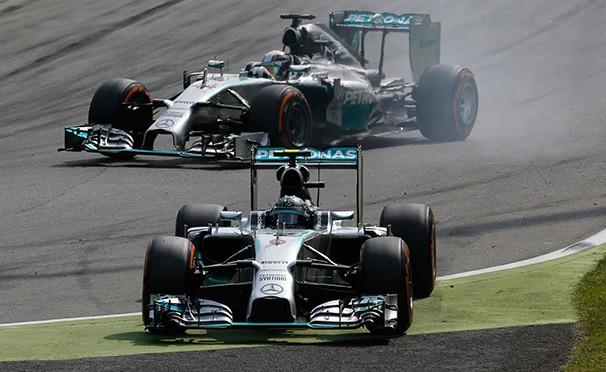 Hamilton e Rosberg disputam a liderança do mundial de F1 (Foto: AFP / reprodução globoesporte.com)