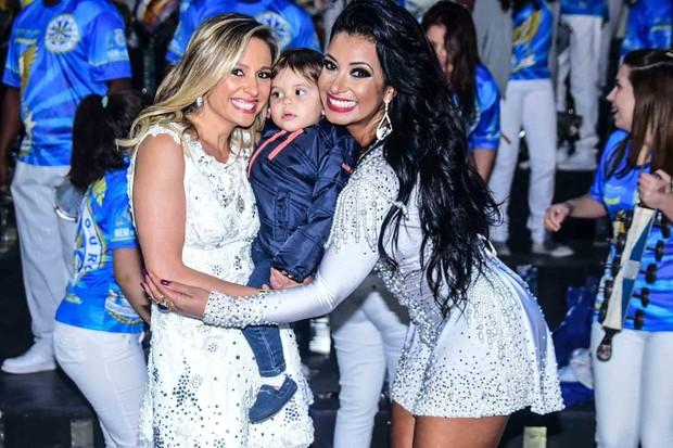 Luisa Mell com o filho, Enzo, e Cinthia Santos (Foto: Leo Franco /AgNews)