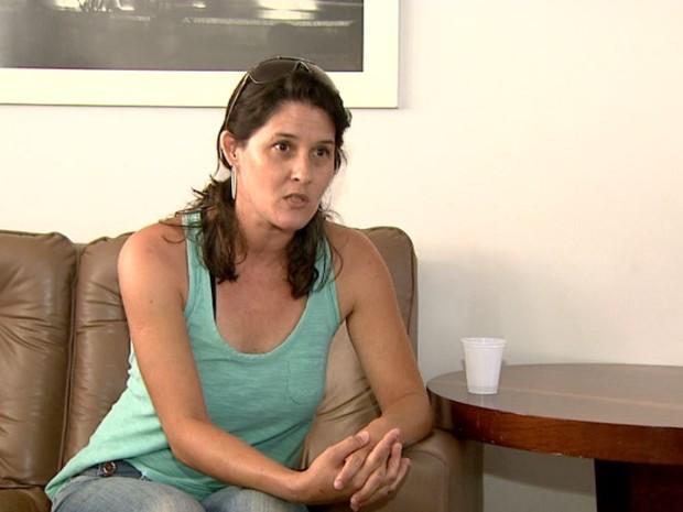 Cristiane Zangare perdeu o irmão após diagnóstico tardio na UPA de Jaboticabal (Foto: Reprodução/EPTV)