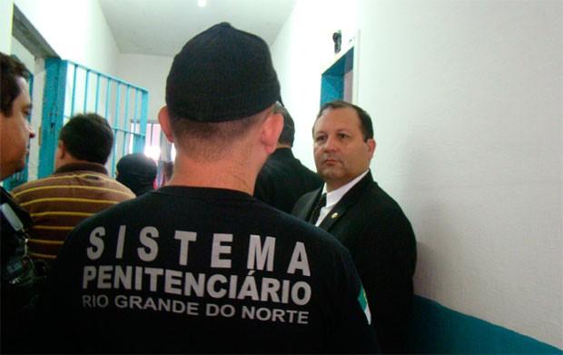 Advogado Paulo César Costa visitou CDP de Candelária, em Natal (Foto: Maiara Cruz)