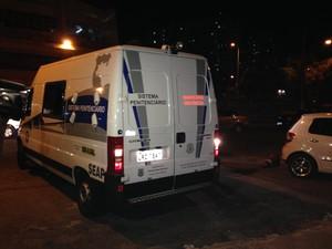 Van da Seap chega com Roberto Jefferson (Foto: Káthia Mello / G1)