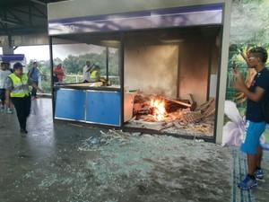 Depredação em estação Ermelino Matarazzo da CPTM (Foto: Júlio Vieira/VC no G1)