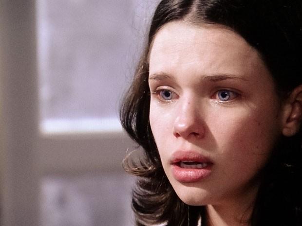 Linda sofre com a rejeição da irmã (Foto: Amor à Vida/TV Globo)