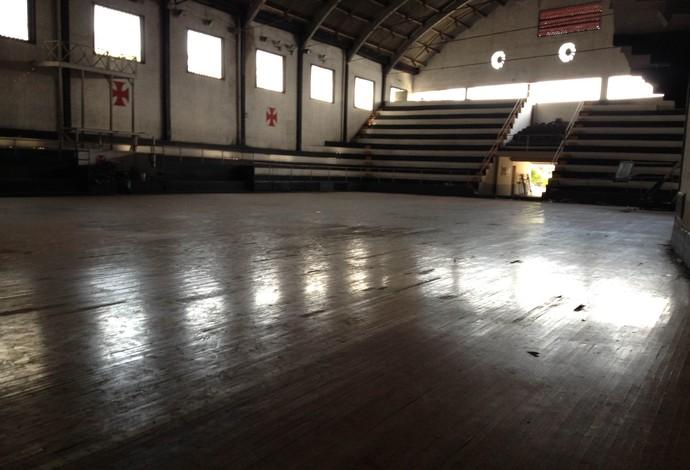Ginásio de futsal do Vasco se encontra em estado de abandono (Foto: Flávio Dilascio)