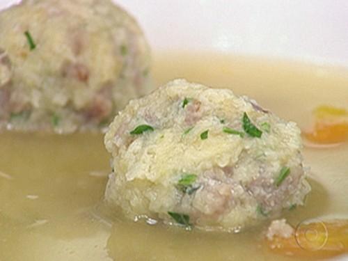 Sopa de Bola ou Candereli