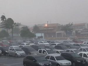 Shopping em Itapetininga teve chão alagado durante a chuva de sábado (Foto: Maria Eliza Rosa/TV TEM)