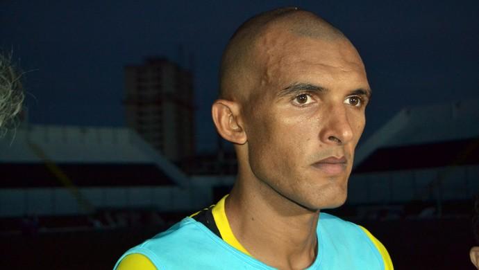 Luciano Amaral, lateral-esquerdo do ABC (Foto: Jocaff Souza)