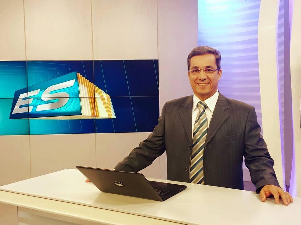 Ted Conti na bancada do ESTV (Foto: Divulgação/ TV Gazeta)