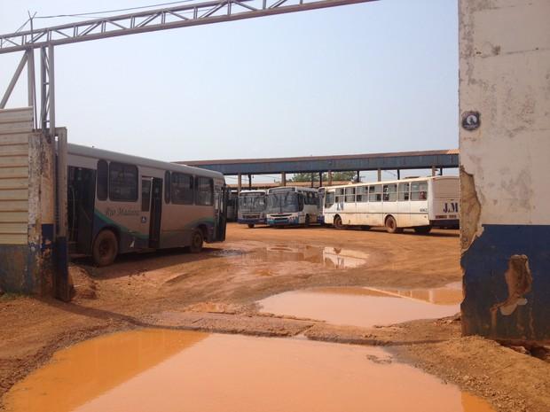 7773a57691f Cerca de 10 veículos da Rio Madeira operam nesta segunda-feira (14) (