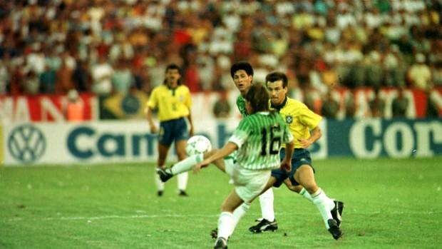 Dunga Brasil x Bolívia 1993 (Foto: Luiz Prado / Ag. Estado)
