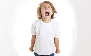 Quando a pirraça passa dos limites, o que fazer? Psicóloga dá dicas menino